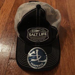 Brand new salt life Snap back hat NWT men trucker